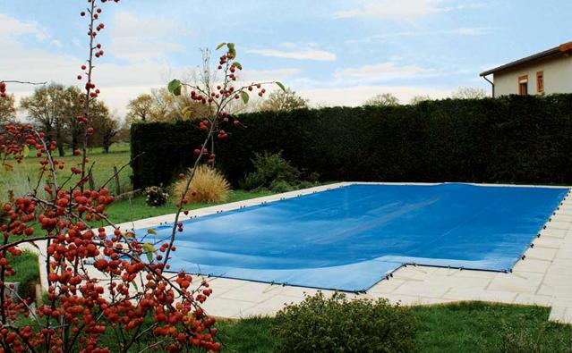 couverture piscine annecy piscines annecy desjoyaux. Black Bedroom Furniture Sets. Home Design Ideas