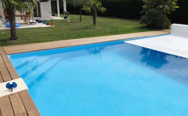 liner piscine sur mesure top voleo volet hors sol automatique pour piscine sur mesure liner sur. Black Bedroom Furniture Sets. Home Design Ideas